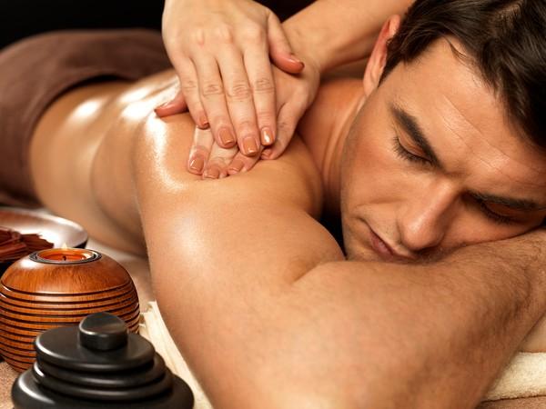 Những kiểu massage tốt cho sức khỏe quý ông